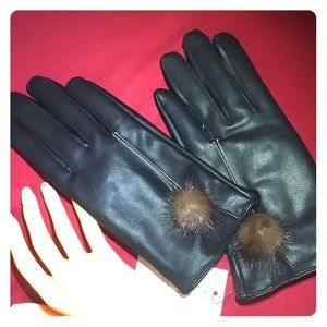 NWT GLOVES: BLK leather touchscreen, lined, warm